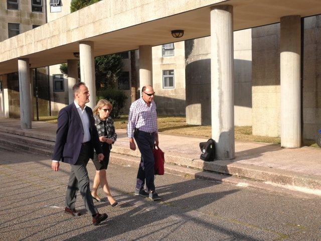 La directora técnica de Adif, Esther Mateo, entra en los juzgados de Santiago