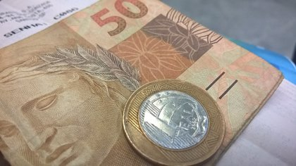 El real brasileño cae a su mínimo histórico frente al dólar