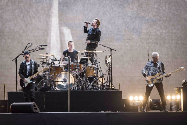 The Edge, Larry Mullen Jr Bono and Adam Clayton of U2 perform Joshua Tree live o