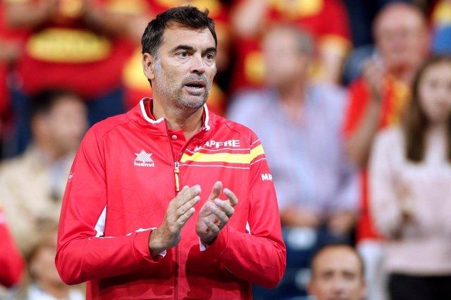 El capitán español Sergi Bruguera