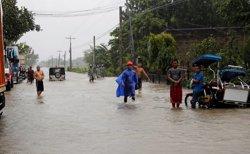 Augmenten a 25 les víctimes mortals després del pas del tifó 'Mangkhut' per Filipines (REUTERS / ERIK DE CASTRO)