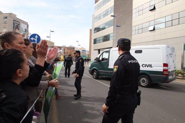 Furgón en el que la Guardia Civil devuelve a Ana Julia Quezada a la Comandancia