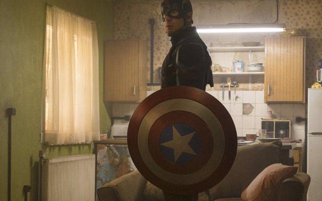 Chris Evans (Capitán América) se afeita la barba para Vengadores 4
