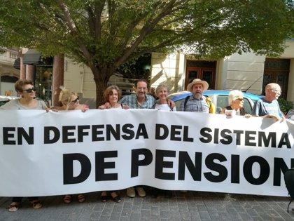 Pensionistas vuelven a concentrarse este lunes frente al Parlament y anuncian campaña de acciones