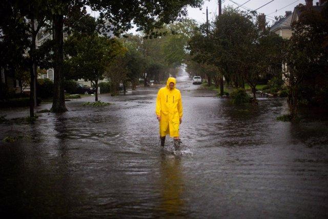 Calles inundadas por la lluvia de 'Florence' en New Bern