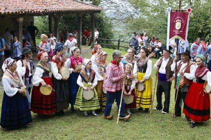 Cientos de personas honran a San Cipriano en Cartes