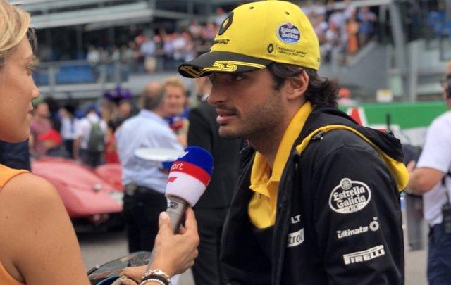Carlos Sainz (Renault), durante una entrevista en el circuito de Monza