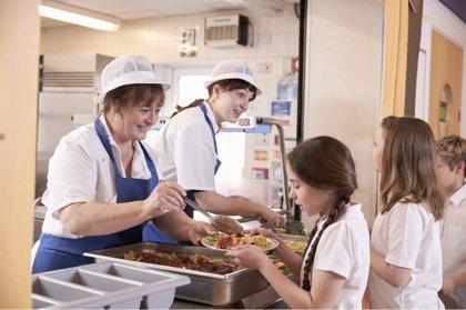 Más de la mitad de los colegios externalizan sus servicios de comedor