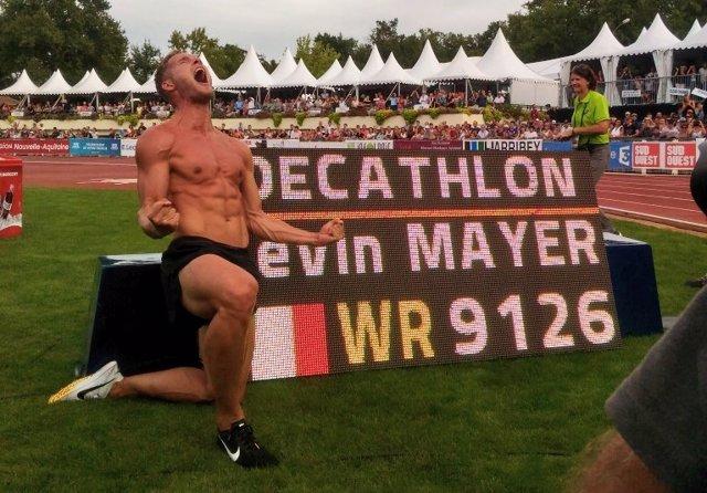 Kevin Mayer, tras batir el récord del mundo de decatlón