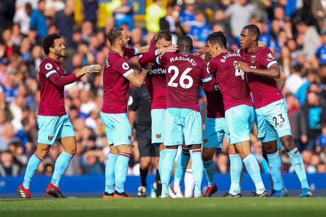 Los futbolistas del West Ham celebran su victoria en Goodison Park
