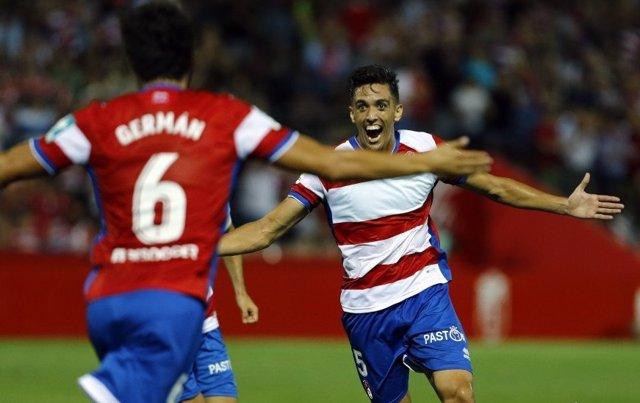 Antonio Puertas celebra un gol con el Granada CF