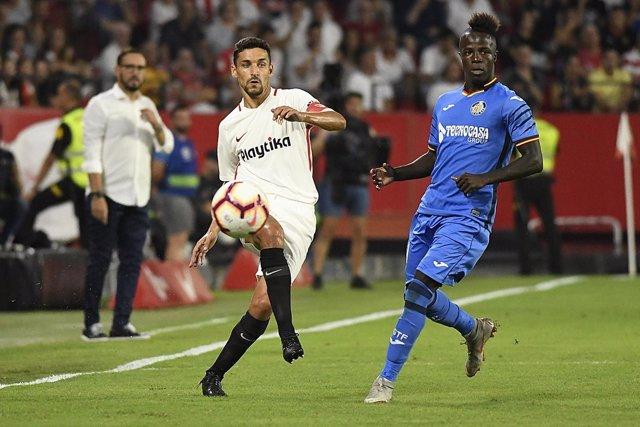 Dakonam Djené, en un partido del Getafe CF contra el Sevilla FC