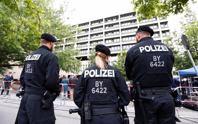 Agentes de Policía en frente de un tribunal en Munich (Alemania)