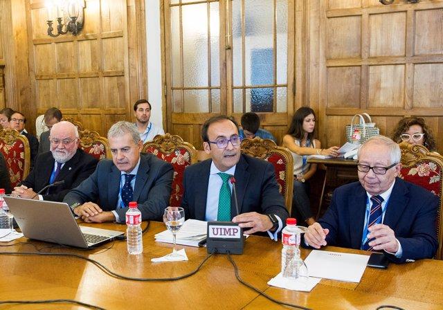(De Izquierda A Derecha) Ángel Garay, Presidente Del COF Del País Vasco; Iñaki B