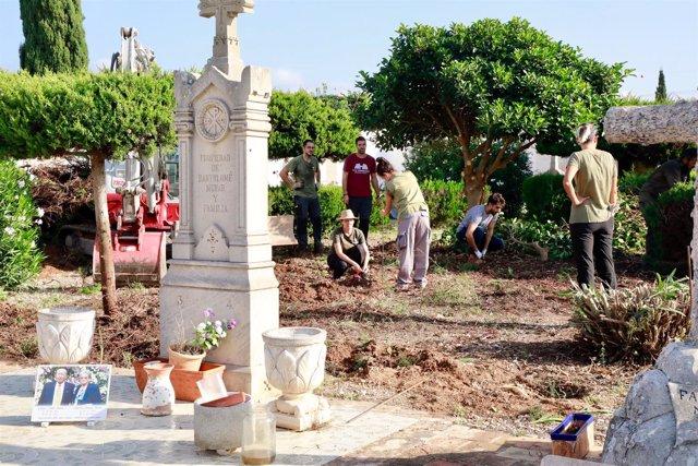 Fosa común en el cementerio de Marratxí