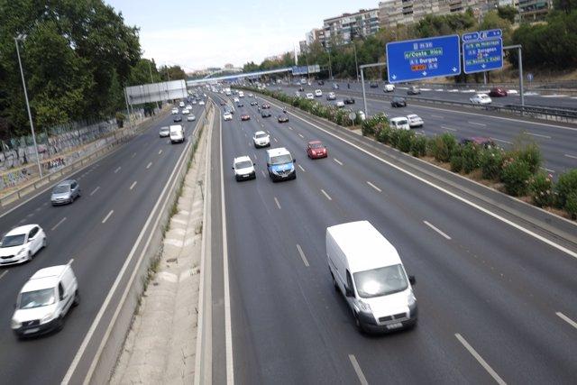 Fotos de recurso de coches, taxis, VTC, gruas, tráfico, carreteras, autovías