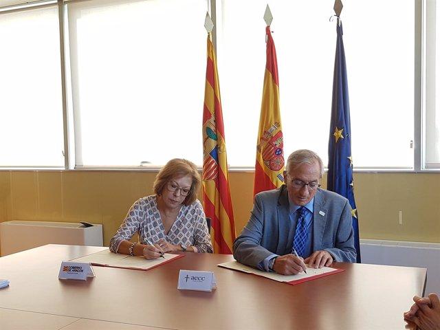 Firma del acuerdo entre el Gobierno de Aragón y la AECC.