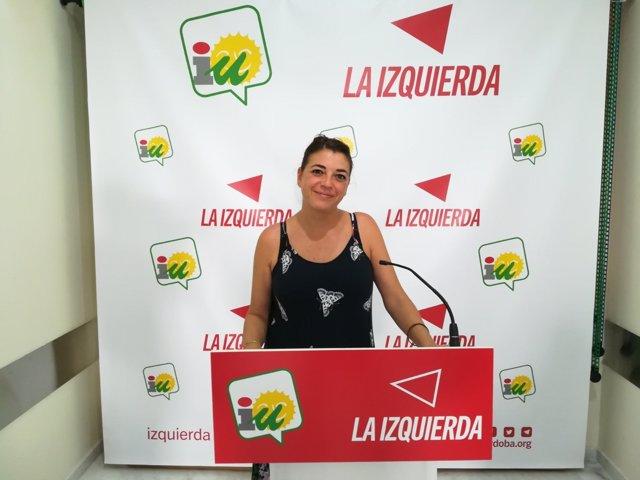 Elena Cortés en la sede de IU-Córdoba