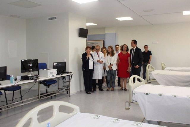 La consejera de Salud visita el Hospital Torrecárdenas