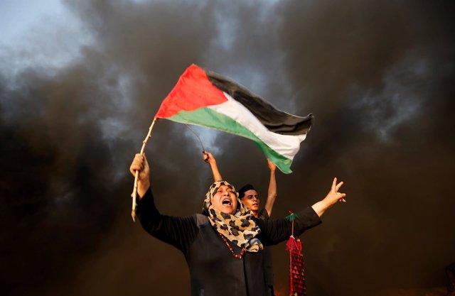 Enfrentamientos entre manifestantes palestinos y soldados israelíes