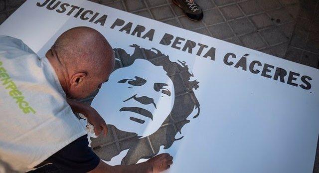Embajada De Honduras En Madrid  Activistas De Greenpeace Han Pintado