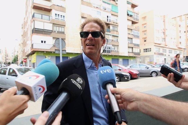 Hernández Thiel, a su llegada a la Ciudad de la Justicia