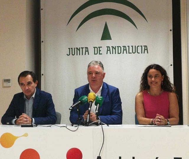El delegado de la Junta en Huelva, Francisco Romero, realiza un balance del CADE