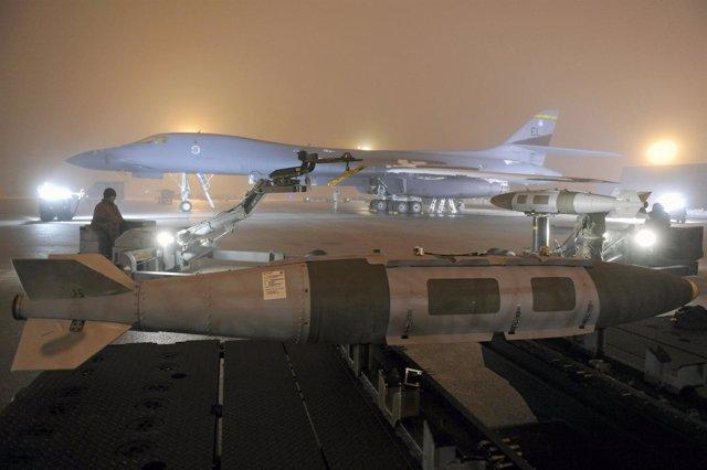 Avión De Combate De EEUU Preparado Para Bombardear Libia