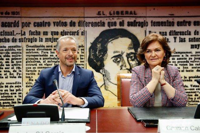 Ander Gil y Carmen Calvo en unas jornadas en el Senado sobre Igualdad