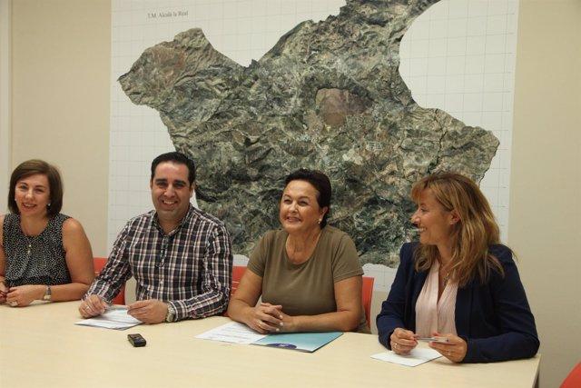 Firma del acuerdo entre el Ayuntamiento de Alcalá la Real y Faecta.