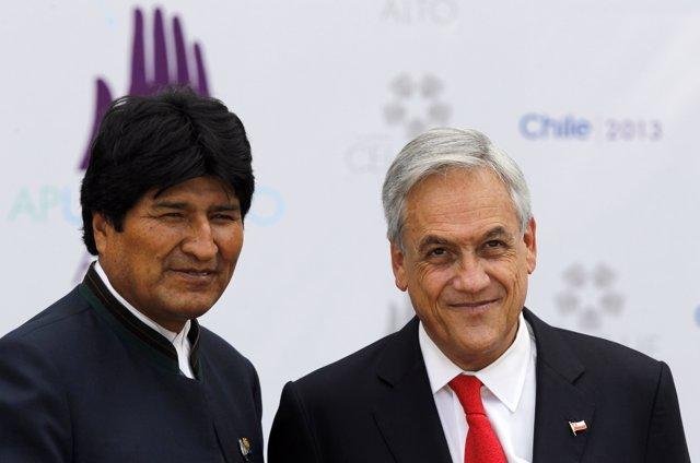El presidente de Bolivia, Evo Morales, y el de Chile, Sebastián Piñera, 2013.