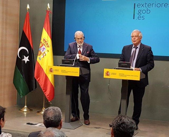 Josep Borrell y su homólogo Mohamed Taher Syala (Libia)