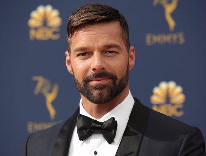 """Ricky Martin asegura en los premios Emmys que su rol en serie sobre Versace es """"sueño hecho realidad"""""""