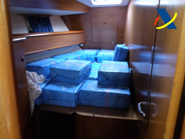 Fardos de hachís en el interior del velero interceptado