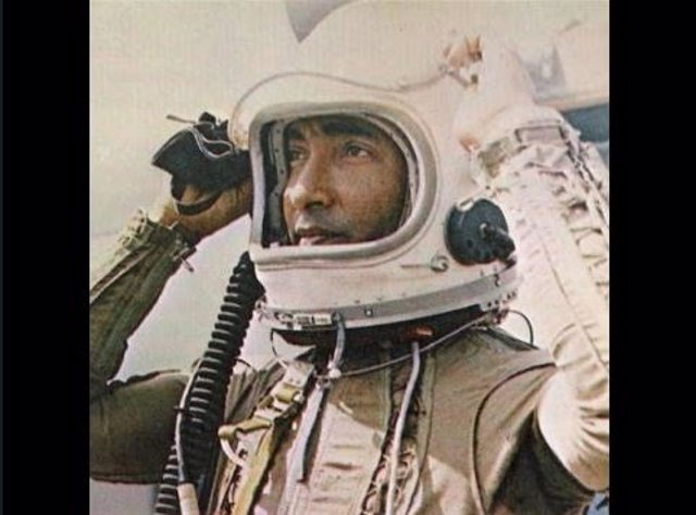 Arnaldo Tamayo en su viaje a la Luna