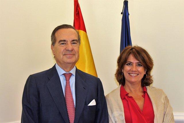El decano del ICAM y la ministra de Justicia, Dolores Delgado