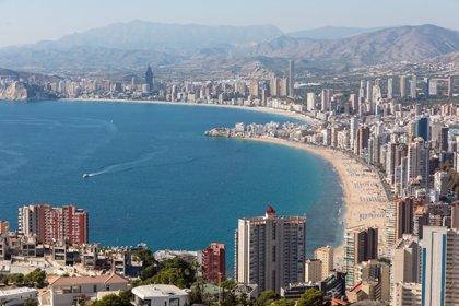 Turisme CV redefinirá el concepto de 'municipio turístico' para luchar contra el alojamiento ilegal