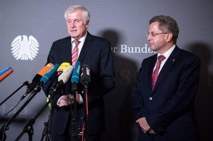El Gobierno alemán releva al jefe de Inteligencia interior pero le nombra secretario de Estado