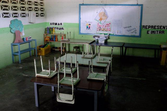 Un aula vacía en el primer día de escuela en Caucagua, Venezuela