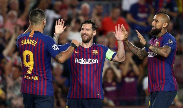 Messi celebra su hat-trick en el estreno en Champions