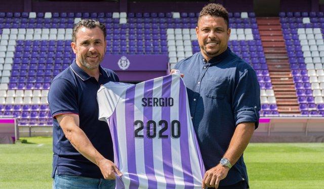 Sergio González y Ronaldo firman la renovación con el Valladolid