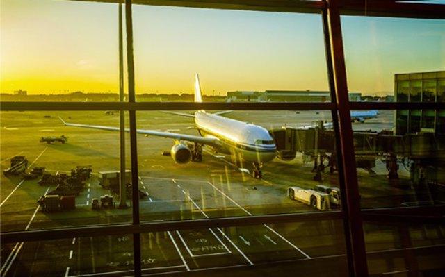 Los aeropuertos españoles transportaron un 4,1% más de pasajeros durante el verano