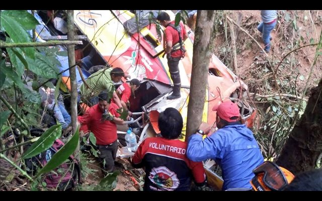 12 muertos y 23 heridos en un accidente de tráfico en Ecuador
