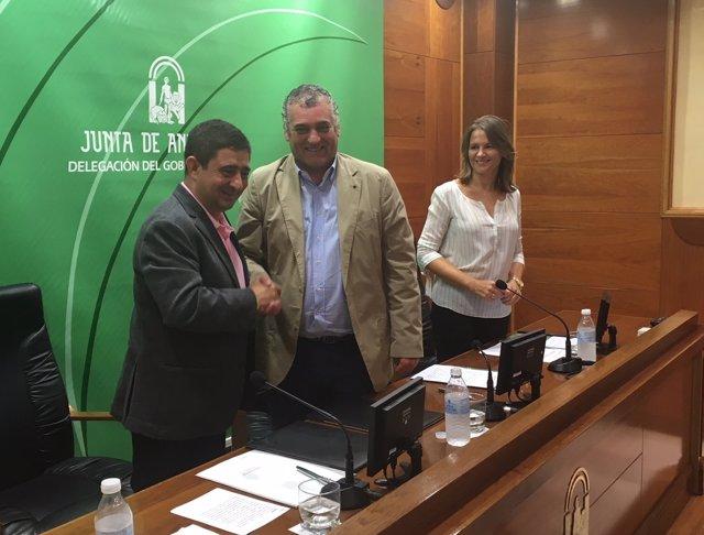 Firma de adhesión de la Diputación de Jaén a 'Andalucia Open Future'.