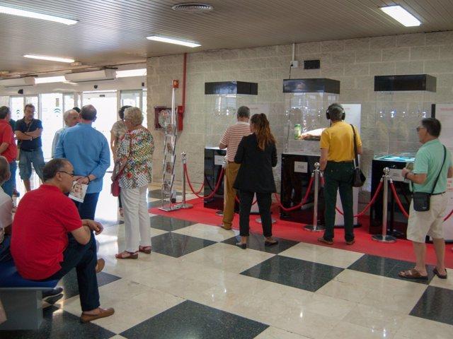 Museo de los Objetos Cotidianos recala en el Hospital Juan Ramón Jiménez.
