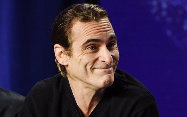 Warner Bros. presenta a Joaquin Phoenix, ahora sí, como Joker
