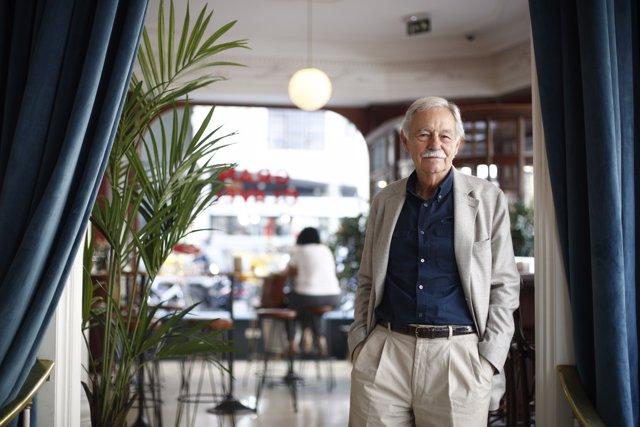 L'escriptor Eduardo Mendoza presenta a Madrid 'El rey recibe'
