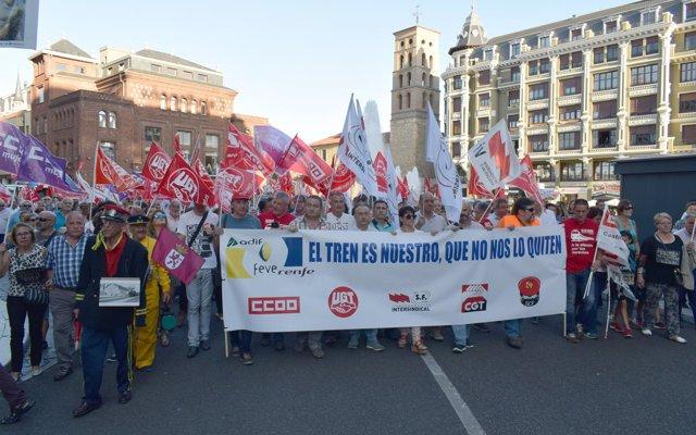 Miles de personas reclaman el mantenimiento de las rutas de FEVE en León