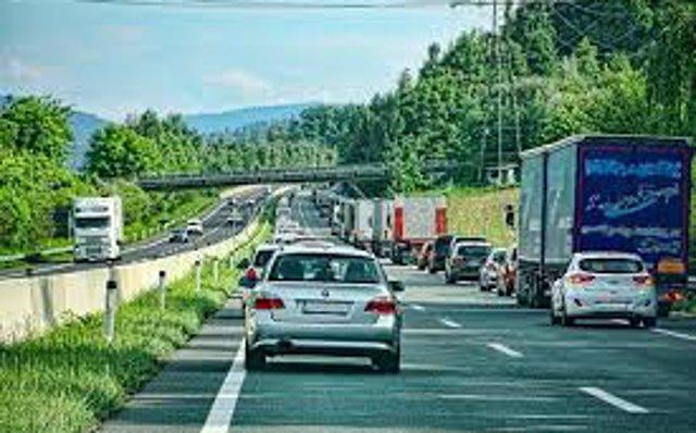 Mueren al menos ocho personas tras colisionar dos camiones en Colombia