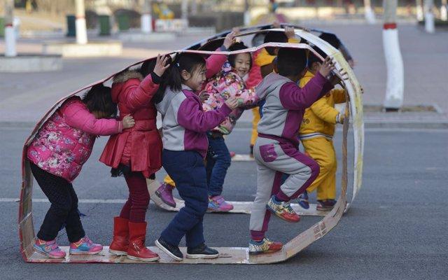 China hará una inspección 'integral' de los libros de texto escolares para eliminar contenido extranjero